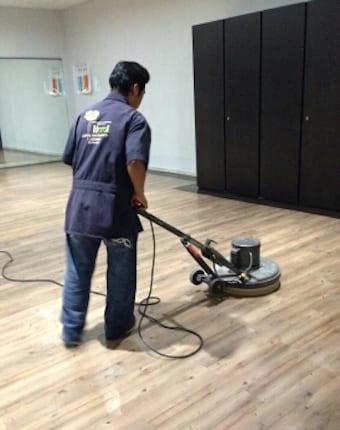 pulio de piso laminado